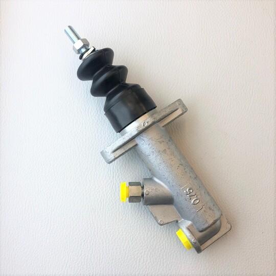 Brake master cylinder +8 1968-78, +4 1959-68 & 4/4 post 1960