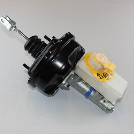 Brake master cylinder with servo - standard on all post July 1993 cars