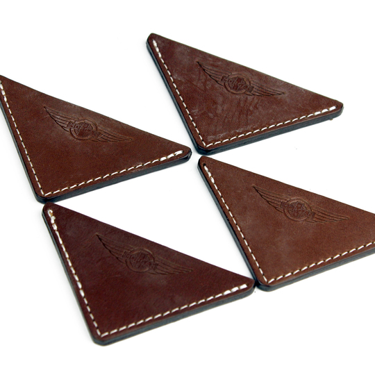 Bonnet corners in brown leather (set of 4)