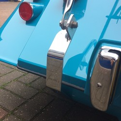 Bracket set for luggage rack to fit cars without bumpers or overriders