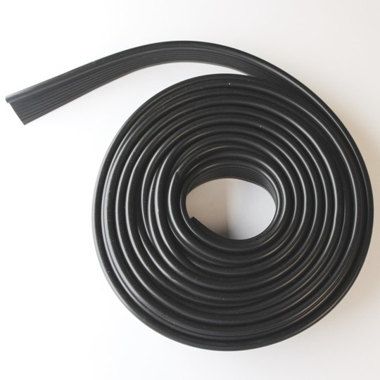 Wing piping - black plastic (original) (7.2m/23.5' per car set)