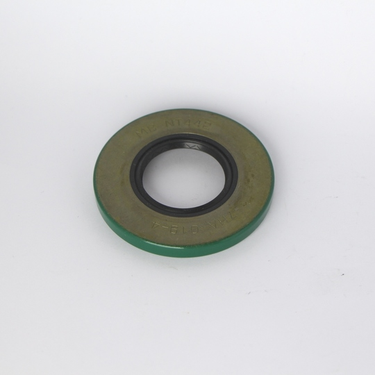 Diff. nose oil seal 4/4 1973-82